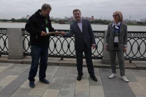 Анатолий Локоть провёл экскурсию по Михайловской набережной