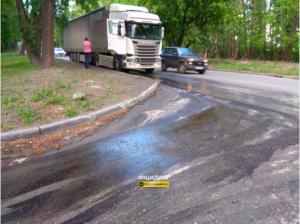ДТП в Новосибирске: топливо залило весь двор