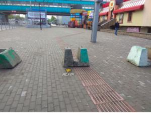 В Новосибирске убрали блоки с дороги для незрячих пешеходов