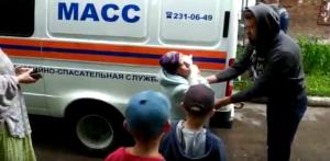 Спасатели МАСС сняли кота с высокого дерева в Заельцовском районе