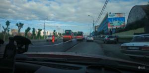 Пробка на Большевистской: дорожники перекрыли две полосы движения