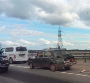 Две фуры и четыре легковушки столкнулись на Северном объезде