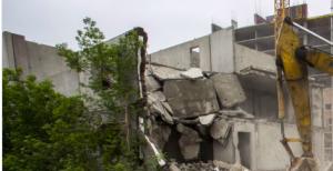 Снесли двадцатилетний долгострой в Заельцовском районе