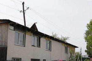 Частный дом построили в Новосибирске вокруг опоры ЛЭП