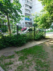"""Похоронный венок на """"Рено"""" положили в центре Новосибирска"""