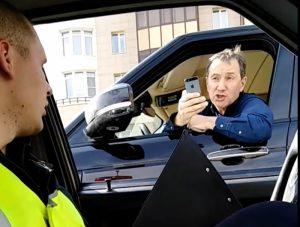 ГИБДД объявила благодарность инспектору, вступившему в конфликт с депутатом