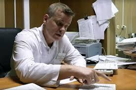 Новосибирского врача уволили после жалобы на низкие зарплаты и опасное оборудование