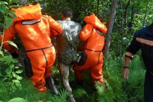 Спасатели МАСС вытащили новосибирца из болота