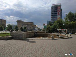 Власти Новосибирска слили воду из фонтана в День Ивана Купалы