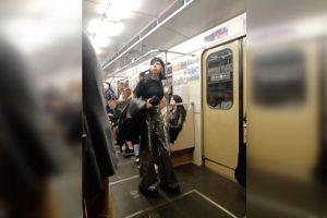 На лабутенах и в восхитительных штанах - сибирячка шокировала пассажиров метро