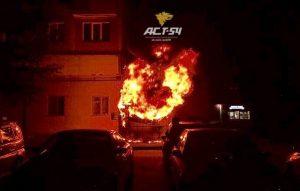Пожар в Новосибирске - сгорел киоск с мороженым