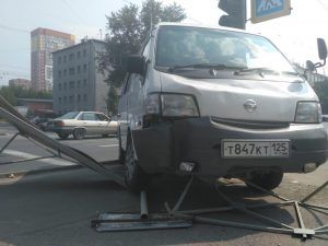 ДТП в Новосибирске - микроавтобус насмерть сбил бабушку на тротуаре