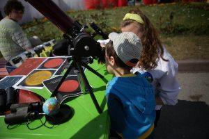 Новосибирцы могут посмотреть на Солнце в телескоп у ГПНТБ