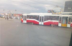 В Новосибирске трамвай сошёл с рельсов на площади Труда
