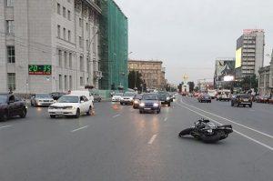 ДТП на Красном проспекте - байкер попал под иномарку
