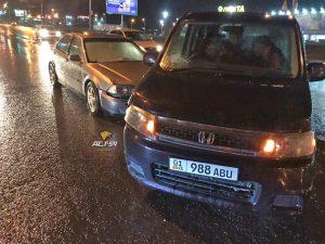 """ДТП у """"Ленты"""" - столкнулись седан и микроавтобус"""