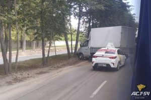 «Яндекс-Такси» протаранило «ГАЗель» в Новосибирске