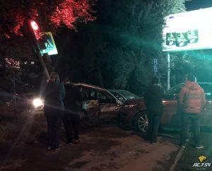 Тройное ДТП в Новосибирске - машины вылетели с дороги