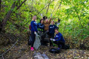 Возле пляжа «Наутилус» новосибирцы собрали почти 400 мешков мусора
