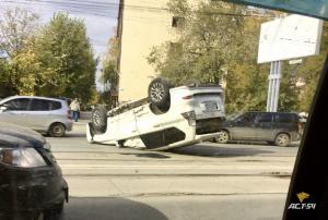 ДТП в Заельцовском районе Новосибирска: внедорожник перевернулся на крышу