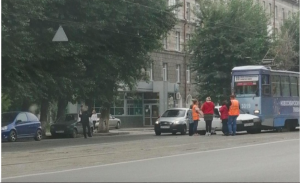 ДТП на проспекте Дзержинского: трамвай въехал в бок легковушки