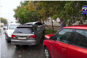 Массовое ДТП на Дзержинского: есть пострадавший
