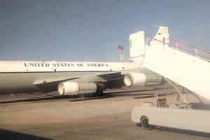 Американский военный самолет приземлился в Толмачёво