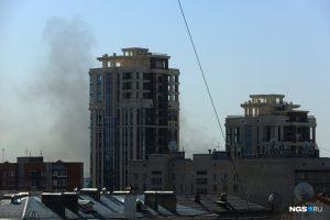 Пожар на левом берегу Новосибирска - горит склад