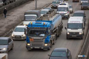 Пробка на Сибиряков-Гвардейцев: погасли светофоры