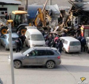 Демонтаж торговых павильонов начался на Гусинобродском шоссе Новосибирска