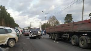 ДТП на Бердском шоссе: столкнулись «ГАЗель» и фура