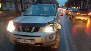 В Новосибирске женщину сбили сразу два авто