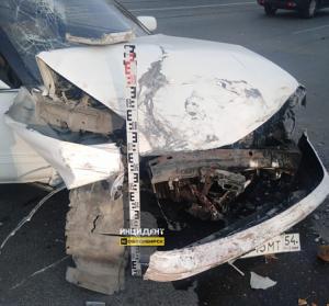 Массовое ДТП в Калининском районе: столкнулись три авто