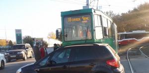 ДТП у площади Труда в Новосибирске: трамвай протаранил Suzuki