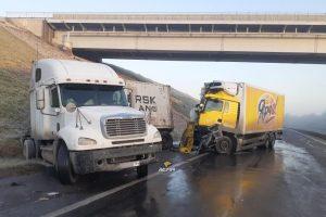 Новосибирский грузовик попал в ДТП на трассе