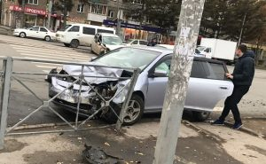 ДТП в Новосибирске: девушку-водителя увезли в реанимацию