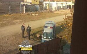 Машина ДПС попала в яму под Новосибирском