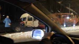 ДТП «КамАЗа» и маршрутки собрало пробку на Бердском шоссе