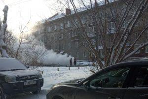 В Новосибирске прорвало трубу у музыкальной школы в Ленинском районе