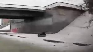 Опасную горку нашли новосибирцы на улице Ипподромской