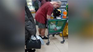 Новосибирец вышел в шортах в магазин и удивил горожан