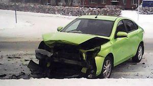 В Новосибирске столкнулись две легковушки в Академгородке