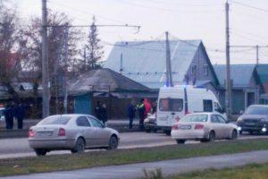 В Новосибирске Toyota сбила пожилую женщину на глазах у школьников