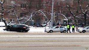 В Ленинском районе Новосибирска Nissan влетел в дерево