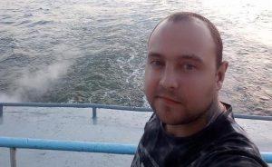 Парень с татуировкой на шее пропал под Новосибирском