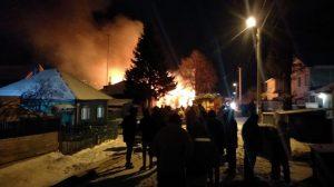 Пожар в Бердске: сгорели дом, баня, гараж и автомобиль