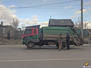 Водитель Ford Focus догнал мусоровоз