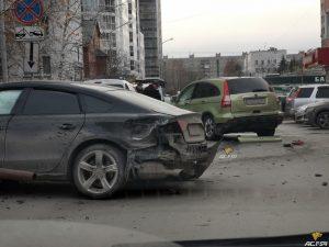В Железнодорожном районе в ДТП пострадали пять автомобилей
