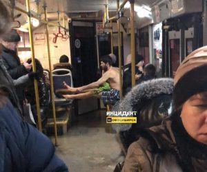 В новосибирском автобусе проехался голый мужчина с веником