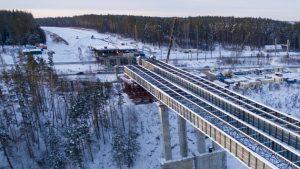 Строители завершили надвижку пролётов моста через Иню